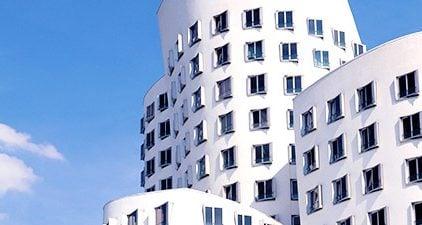 Singles in Düsseldorf: Panoramaaufnahme Gebäude Düsseldorf