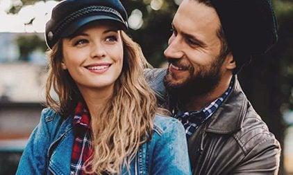 Frau und Mann verliebt