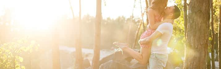 Wie Verlieben Sich Männer 4 Phasen Verraten Ob Er Interesse Hat