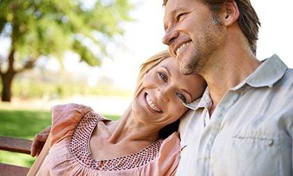 Mann und Frau Ü50 verliebt